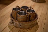 Набор бондарных пивных кружек с металл. вставками (4 шт.) с подносом. (дуб)