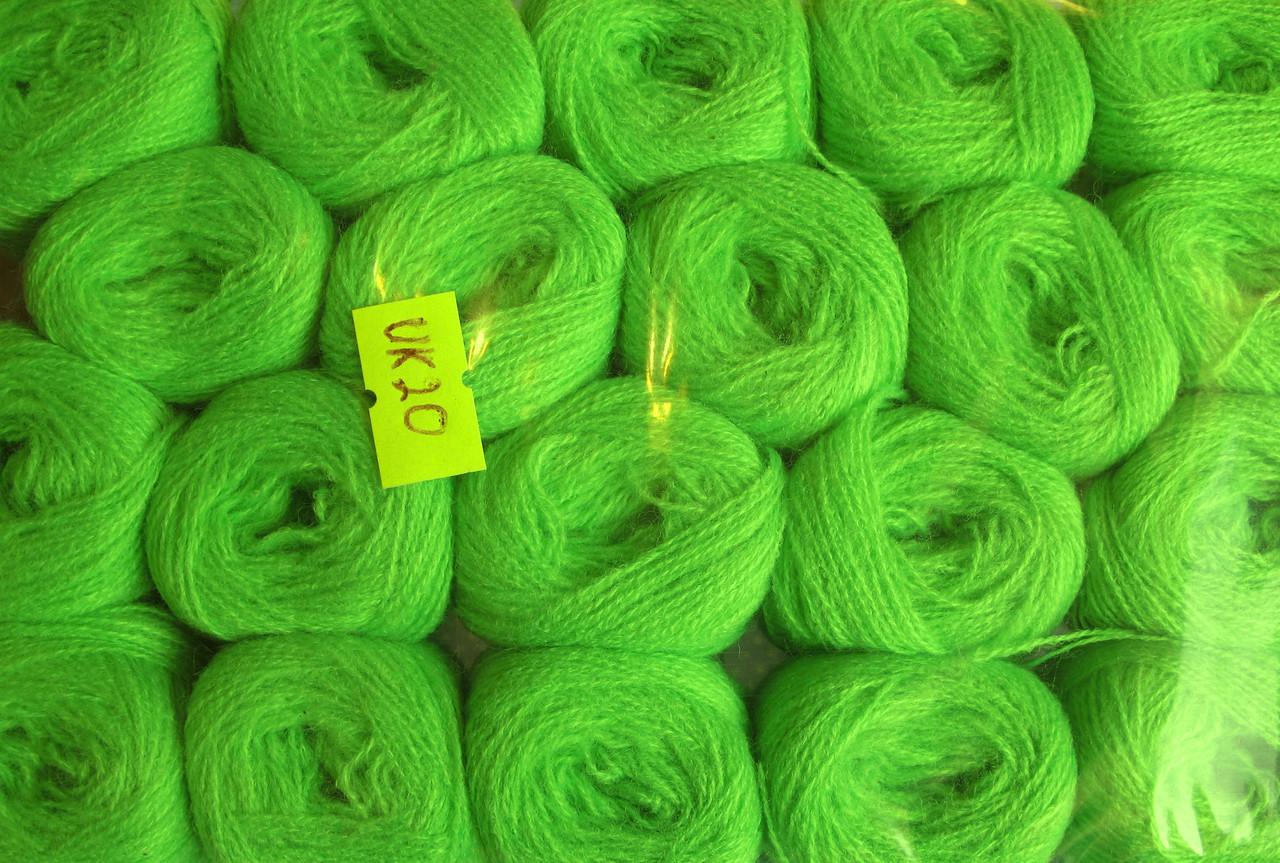 Нитки акриловые цвет салатовый