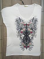 Женская футболка STEFANO молочная с симметричным узором