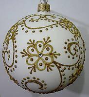 Елочный шар белый матовый Золотой цветок 100мм